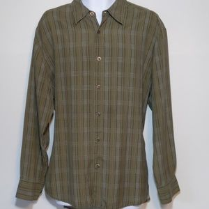 R  & R Casuals 100% Silk button down shirt size XL